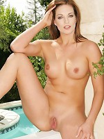 Crissy Cums - Nude On The Patio